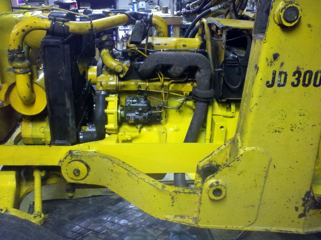 Benchtest Com - Garage - Repairing a Deere 301 Industrial